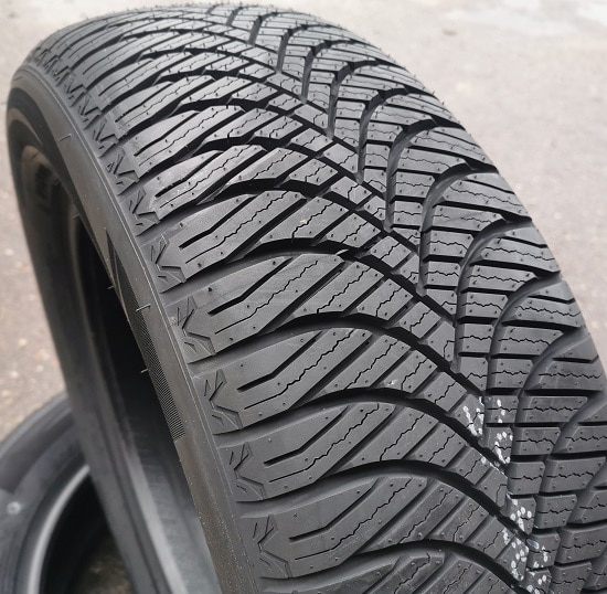 215/55R17 98V Goodride Z-401 All Season XL
